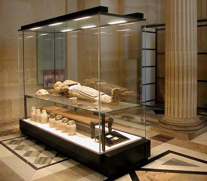 Momie du musée du Louvre